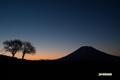夜明け前の羊蹄山
