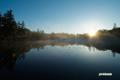 朝陽が当たり始めた神仙沼