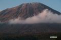 初冠雪の羊蹄山