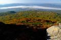 無名湿原と雲に覆われる蘭越町