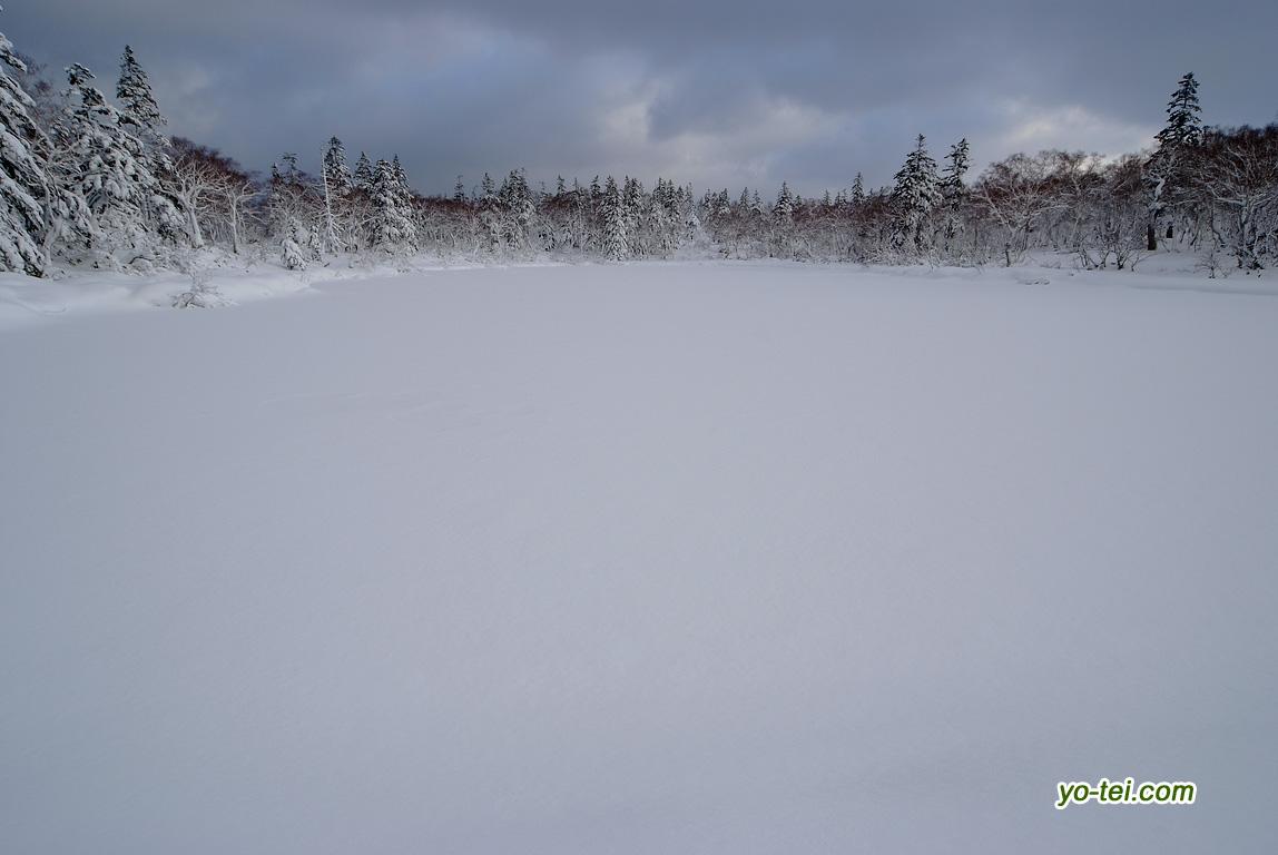 雪に覆われた神仙沼