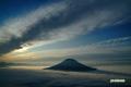 雲海に浮かぶ羊蹄山