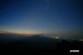 昇る「獅子」とニセコ連峰・羊蹄山