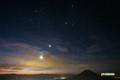 冬の代表的星座(ぎょしゃ座・おうし座・オリオン座・ふたご座)と月・木星・金星・水星)