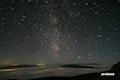 いて座付近の天の川と流星