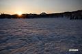 残雪の神仙沼湿原・陽の出