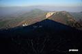かすむニセコ連峰とアンヌプリの影