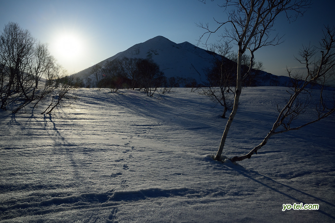 朝陽とニセコアンヌプリ