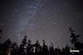 カシオペヤ座付近の天の川と北極星