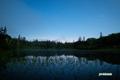 月夜の神仙沼と星空