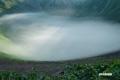 大火口(父釜)の底を覆う雲