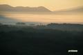 朝霧に覆われるニセコ