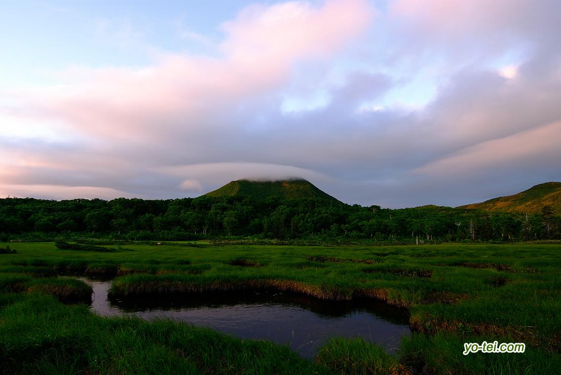 早朝の神仙沼湿原~朝焼けの空