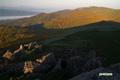 朝陽を浴びる雷電山
