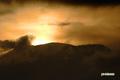 羊蹄山背後の朝陽