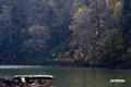 色が抜けてきた半月湖
