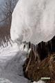半月湖へ下る途中の雪融けの様子
