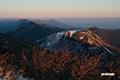 日が射し始めたニセコ連峰