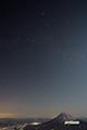 月明かりの羊蹄山と夏の大三角