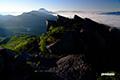 朝陽の頂上部とニセコ連峰・羊蹄山