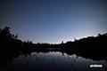 薄明の神仙沼と星空
